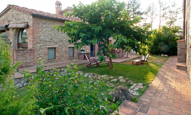 Country House Nazzano in Chianti area near San Gimignano, Firenze e Siena - Li, holiday rental in Gambassi Terme