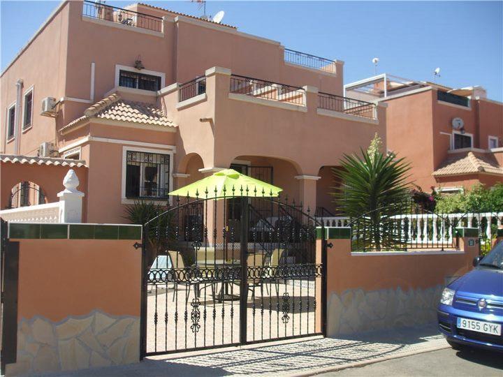 Los Montesinos Villa