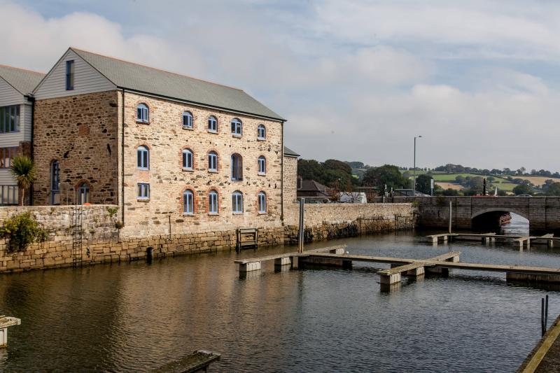 Waterside Anchor Warehouse - a 5 Star apartment
