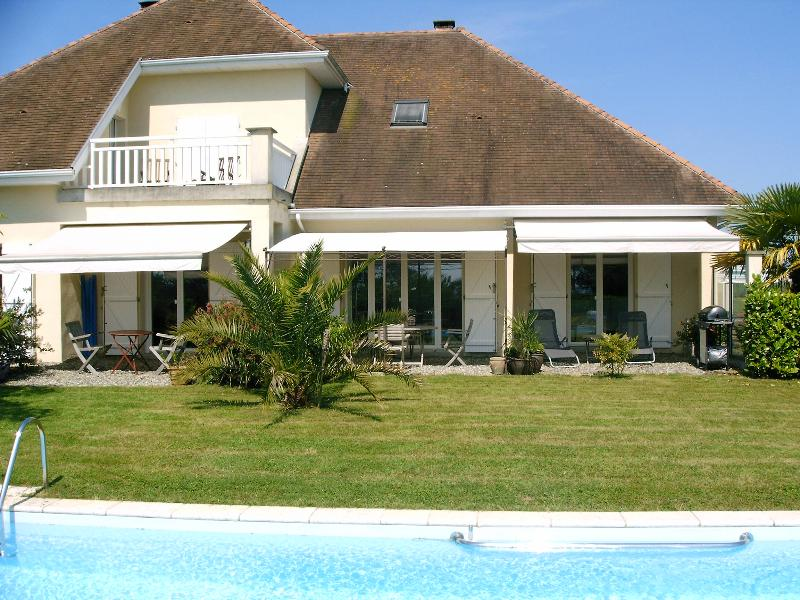 Les Acacias, holiday rental in Sauvelade