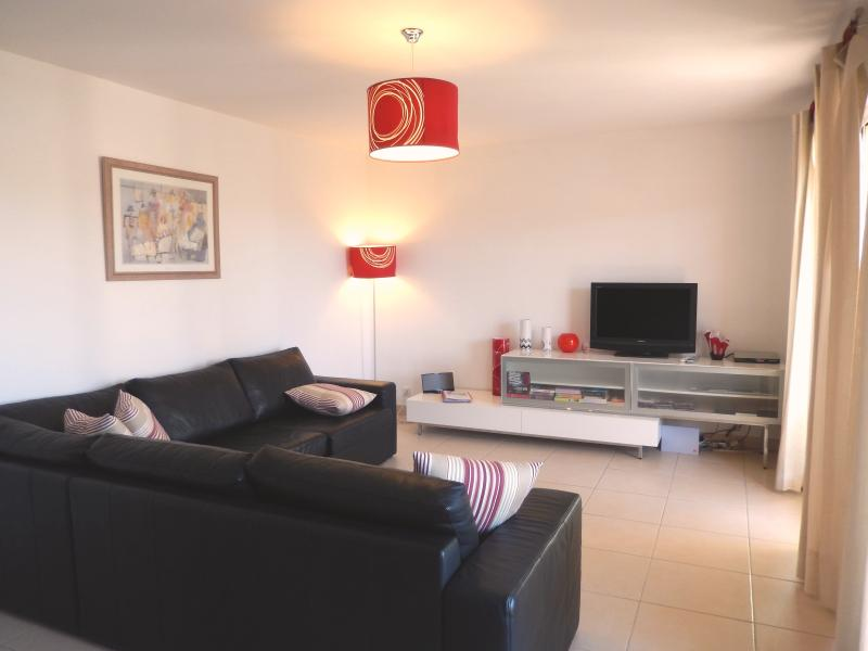 Main Living Room With L Shaped Leather Sofa