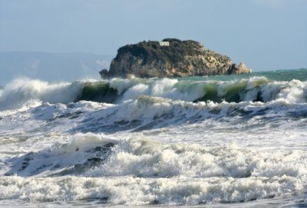 The historical islet of Dias in rough sea - There is a church on thetop of the islet
