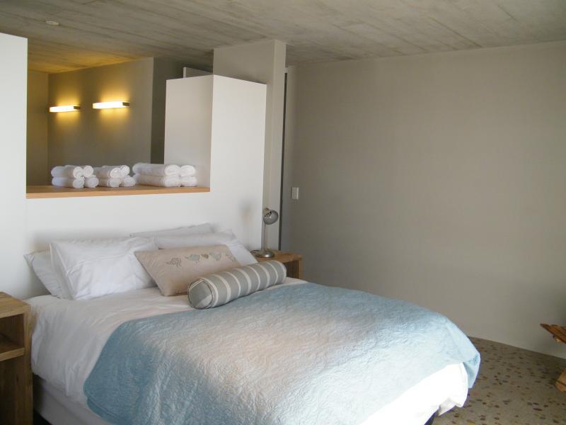 Main Bedroom with en-suite bathroom. Sliding door opens to the garden