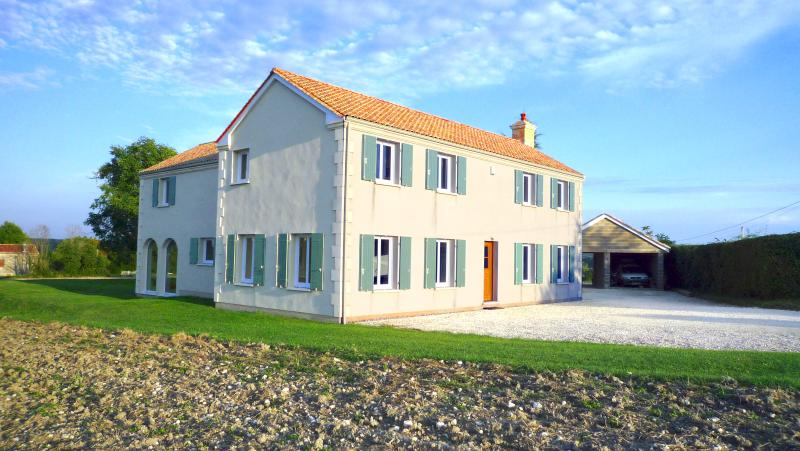 Modern House in the Dordogne, holiday rental in Saint-Victor