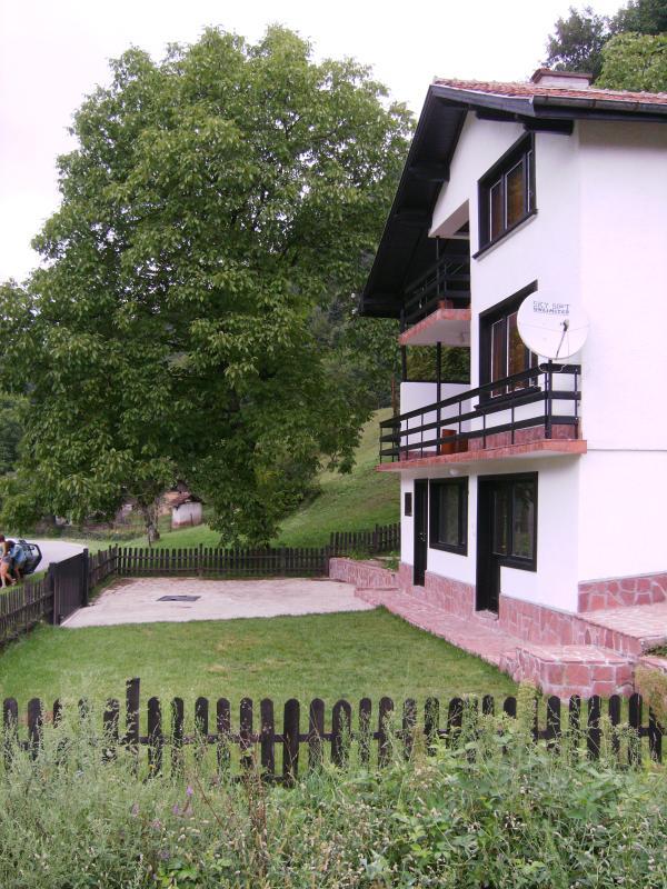 Side view of Villa Ritsa