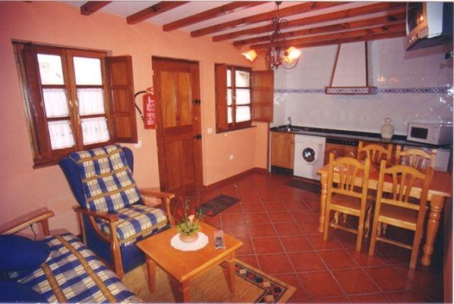 Apartamento de 2 dormitorios en Arancedo, aluguéis de temporada em Valdepares