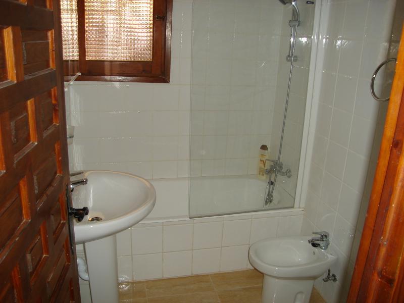 En suit family bathroom to double bedroom
