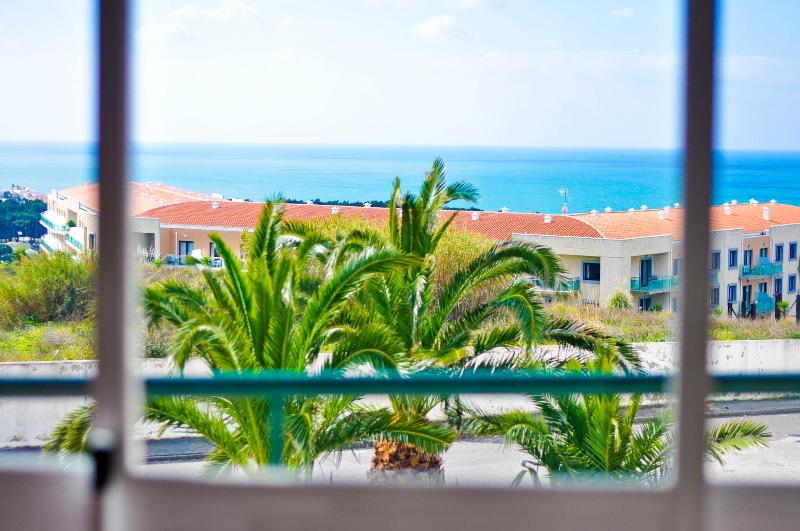 Sea view in Ribeira D Ilhas, vacation rental in Ericeira