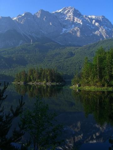Lake Eibsee below the Zugspitze