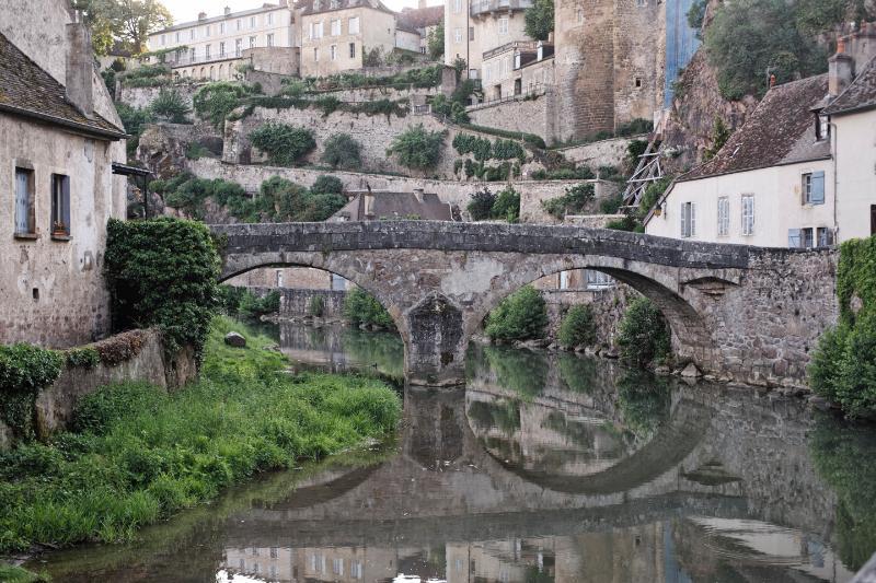 view of the Pont Pinard in Semur en Auxois
