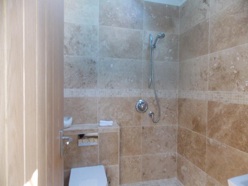 Baño en suite de 3 dormitorios.