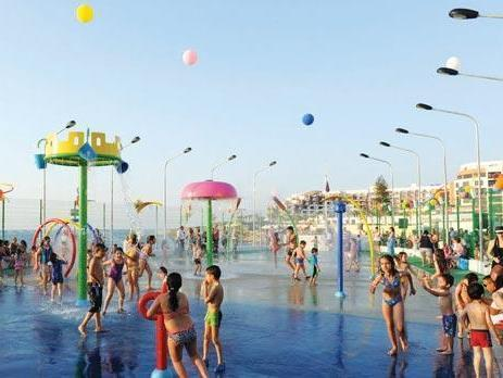Water park: Free entrance (5 minutes from studio)