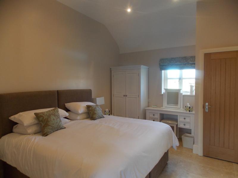 Dormitorio 2 -Wheelchair facilidades de acceso, Super cama king size pueden dividir en 2 individuales 3 pies
