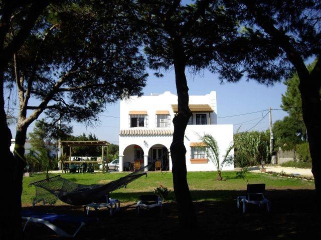 'Villa PINOS Zahora' entrada en la playa, jardin paradisiaco 10,000m2,12/15 pers, alquiler de vacaciones en Barbate