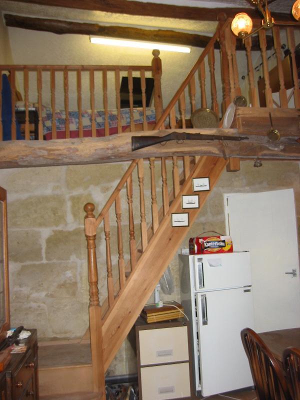 Escalier de la chambre principale. Surplombe la salle à manger.