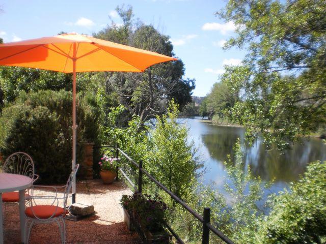 Terraza con vistas y acceso al río Águeda