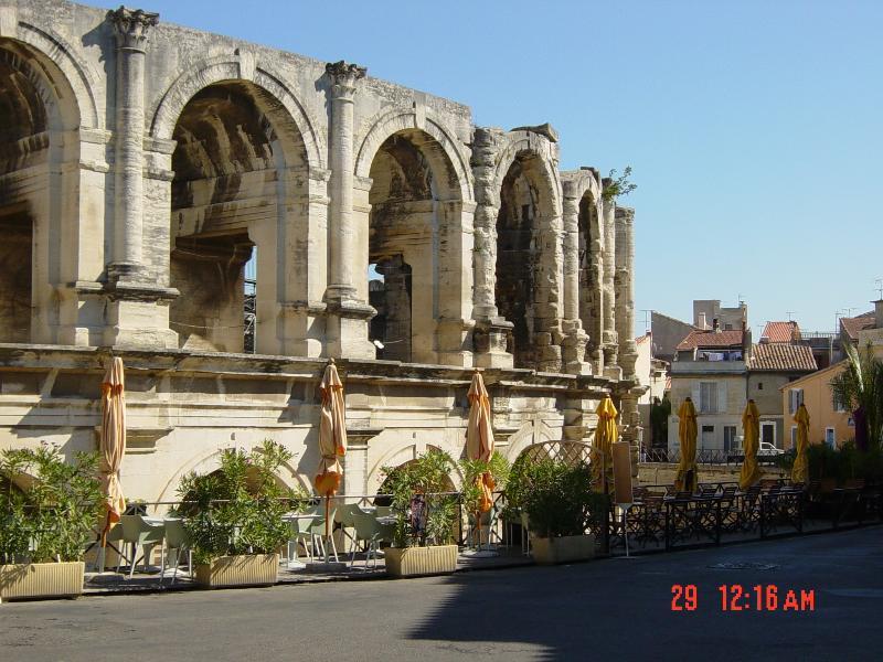 Unsere Nahaufnahme von jedem Fenster UNESCO World Heritage Site Arles römischen Kolosseum