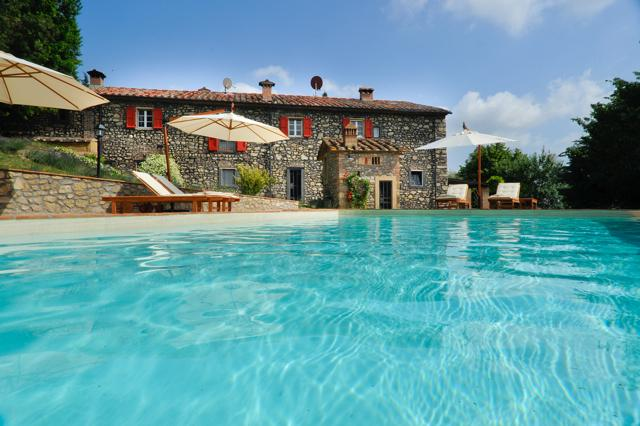 Beautiful 400 yrs old Villa, completely restored, 2 ha. garden, sea salt swimming pool, steam bath.