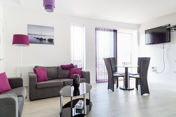 Lovely, modern, 2 bedroom 2 bathroom apartment close to city centre. FREE SKY SPORTS,MOVIES & WIFI