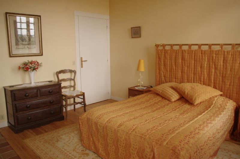 Appartement ORCHESTRE - salle de bains et W.C, holiday rental in Ernes