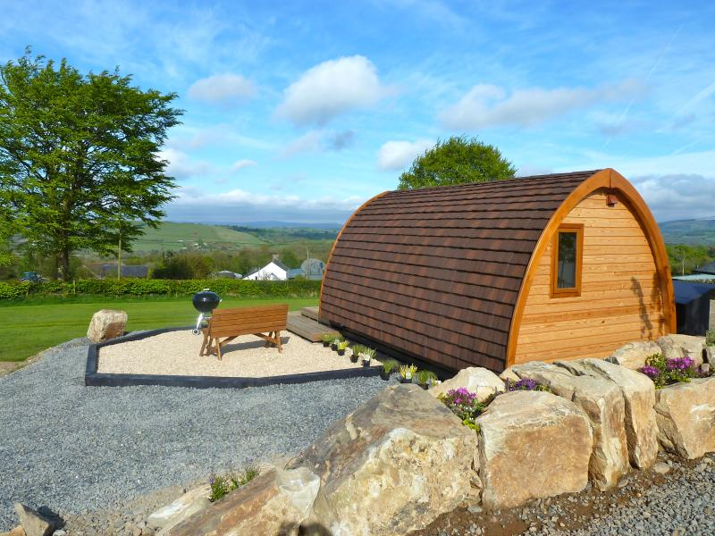 Glamping Mega Pod at Winllan Farm Holidays, vacation rental in Lampeter