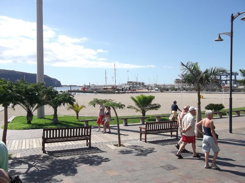 Strand und Hafen von Los Cristianos