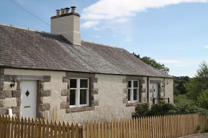2 Cambusmichael Cottage, holiday rental in Birnam