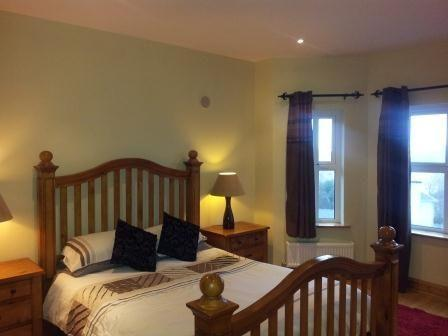 King Bedroom Front of House Sea Views & Forst Views .. Bay Windows En Suite