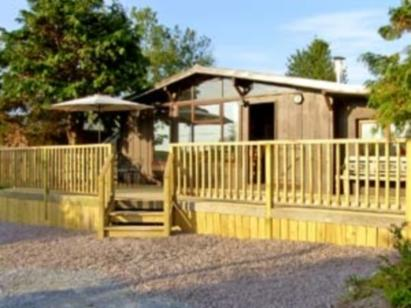 Cosy rural log cabin