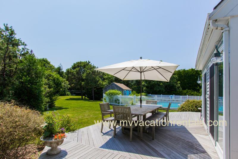 Deck Dining, Yard & Pool