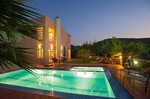 The beautyful villa at night