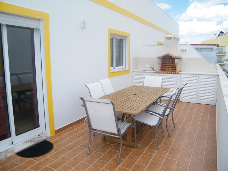 Monte Gordo Holiday Home, holiday rental in Sao Bartolomeu