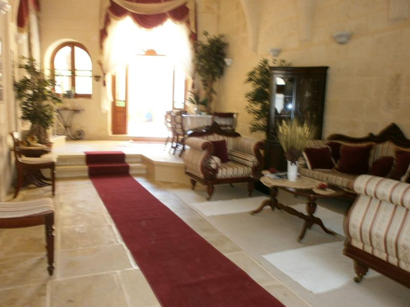Grand entrance of this palatial house of charchter
