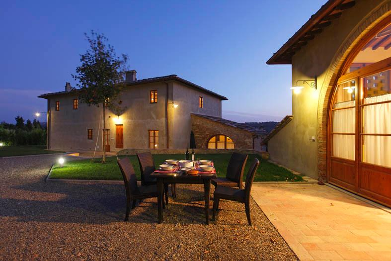 Exterior view: your evening dinner in the Chianti!