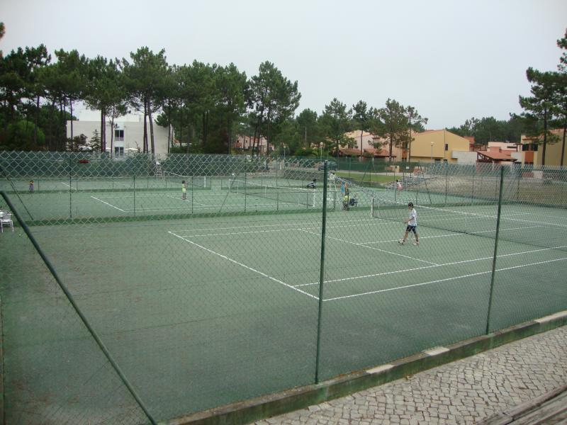 Tennis courts available for you