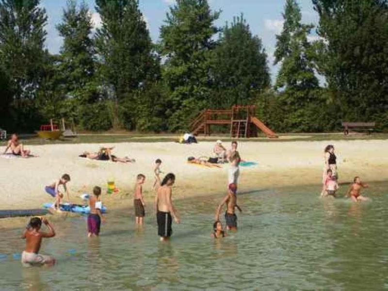 'Les Trois Fontaines' praia, pesca, etc. em Villefagnan apenas a 6km de distância