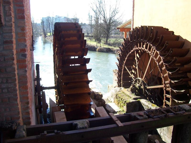 Las ruedas del molino
