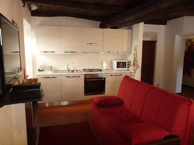 Apartment Cusius in Orta San Giulio on Lake Orta with parking and lake view, vacation rental in Armeno