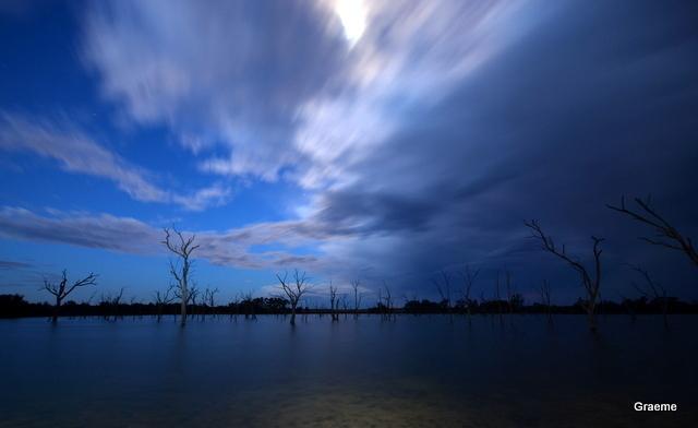Eirey nuit sur le lac