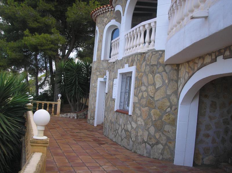 terraza y entrada apartament