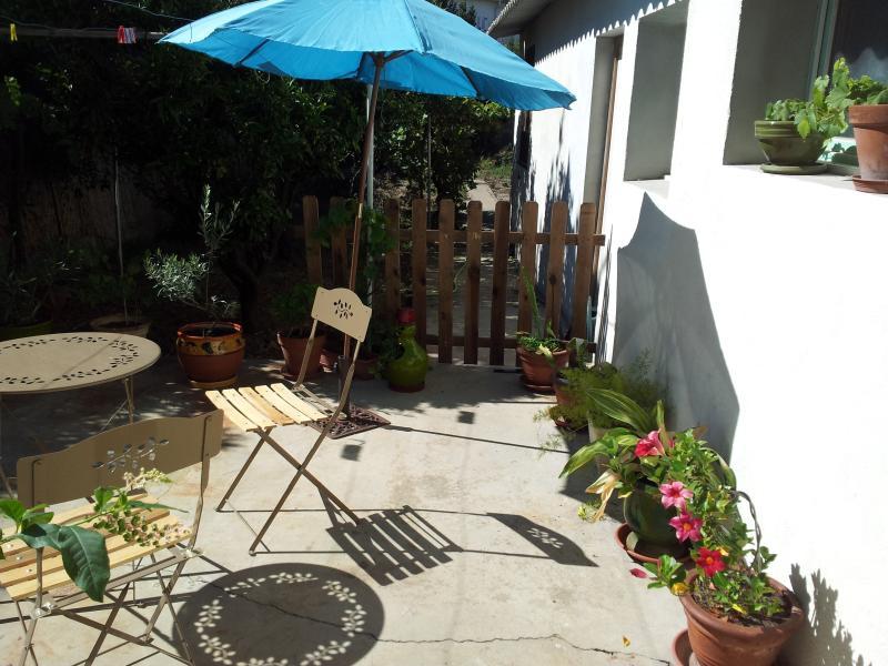La ville côté jardin avec terrasse, vacation rental in Rivesaltes