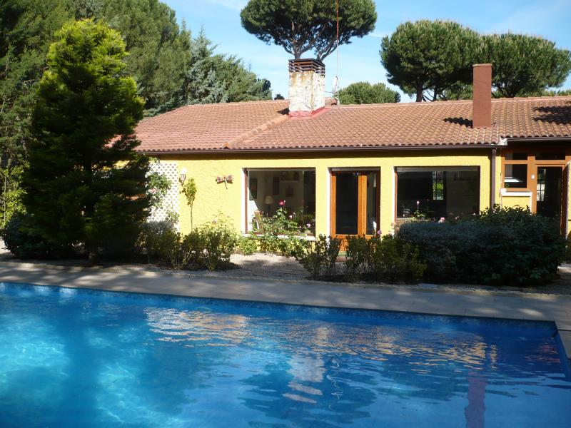 Villa con piscina privada de 9x5, holiday rental in Castronuno