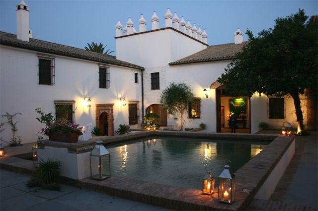 Magnifica Hacienda con 10 dormitorios en Andalucía, vacation rental in Arcos de la Frontera