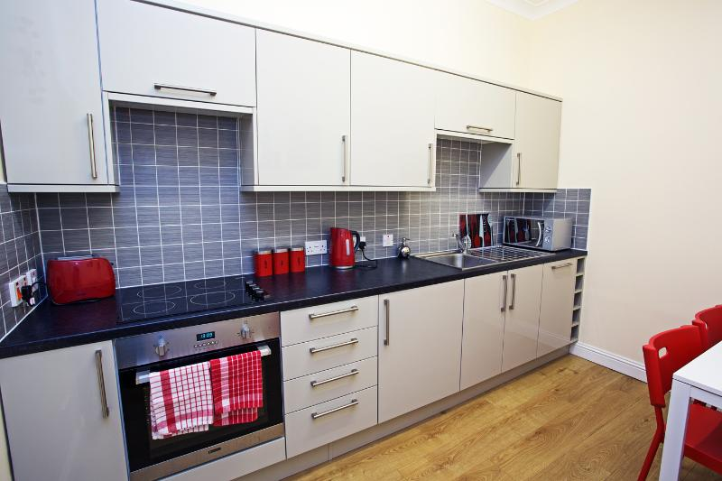 Includes an integrated dishwasher and fridge/freezer