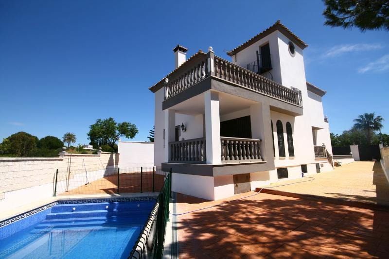 1357 - 4 bed villa, Ricmar, Marbella, vacation rental in Marbella
