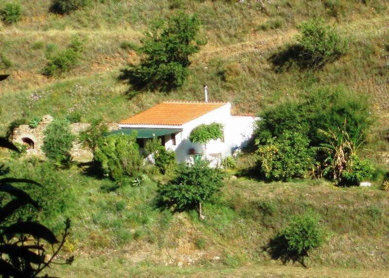 Casita rural, en la naturaleza, para 2 personas, independiente, acogedora, a 7 km. de la playa.