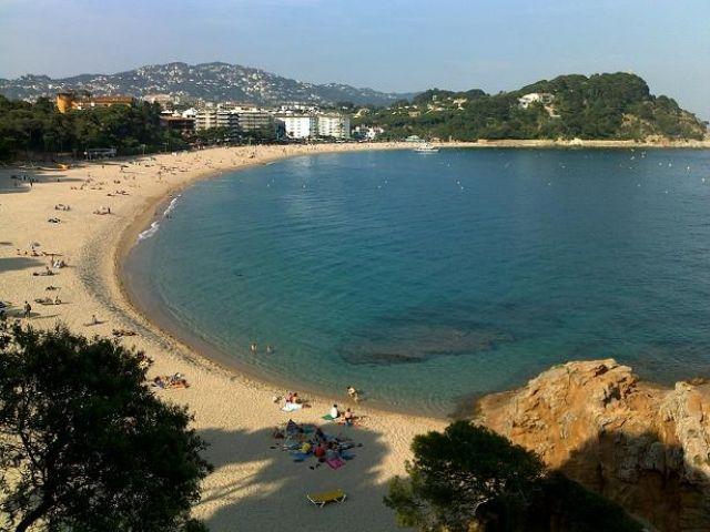 Solo 10 minuti a piedi dall'hotel spiaggia di Fenals