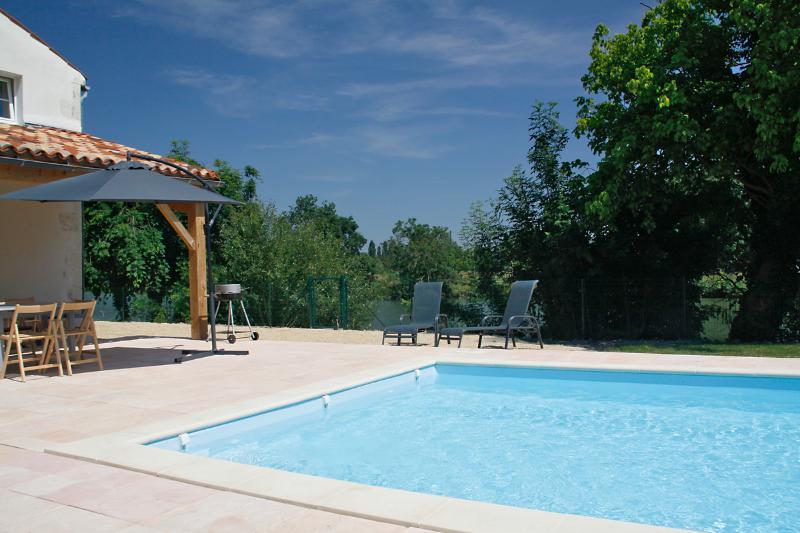 Terraza piscina y comedor