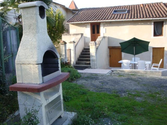 ANCIENNE FERMETTE RENOVEE, holiday rental in Coutures