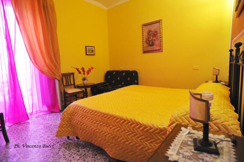 Bed and Breakfast 'Camere Primavera', holiday rental in Vallecorsa